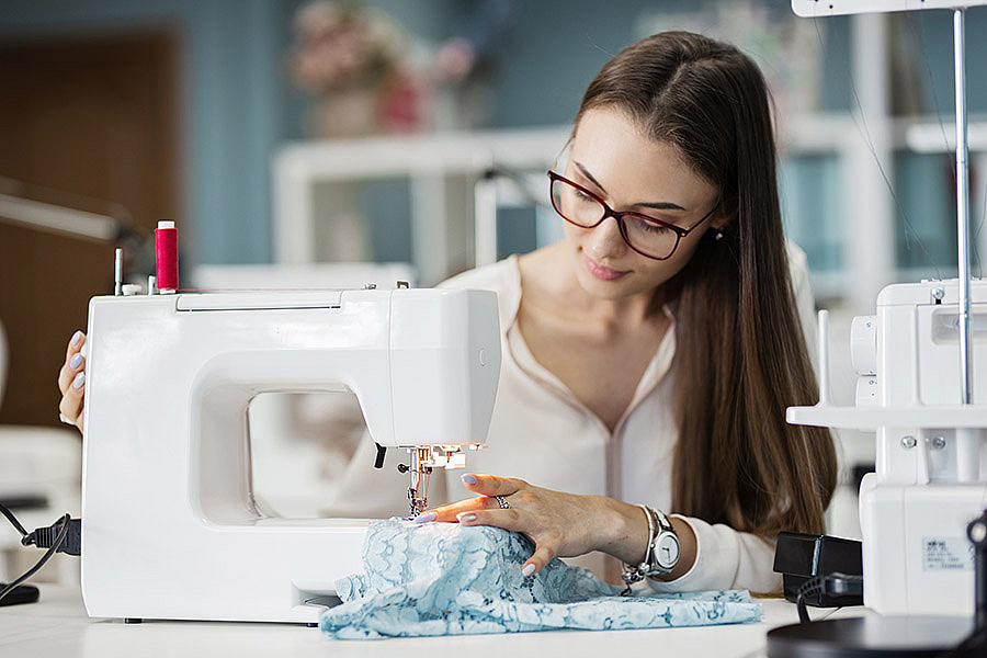 швейная машина петляет